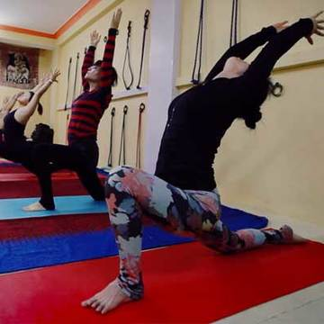 100 Hour Yoga Teacher Training In Rishikesh India Om Yoga Rishikesh