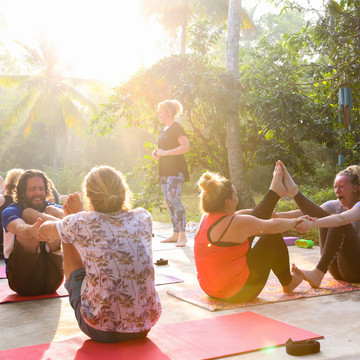 7 Day Sri Lanka Surf & Yoga Retreat + Safari!