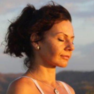 """<a href=""""https://hridaya-yoga-fr.secure.retreat.guru/teacher/antoaneta/"""">Antoaneta Gotea</a>"""