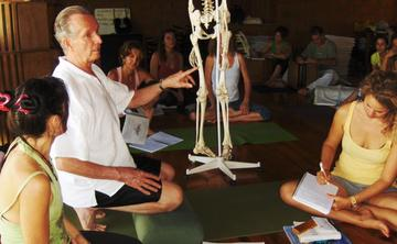 RYT200 Teacher Training with emphasis on Restorative Yoga