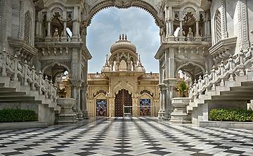 Journey to the Spiritual World: A Jivamukti Yoga Retreat to India