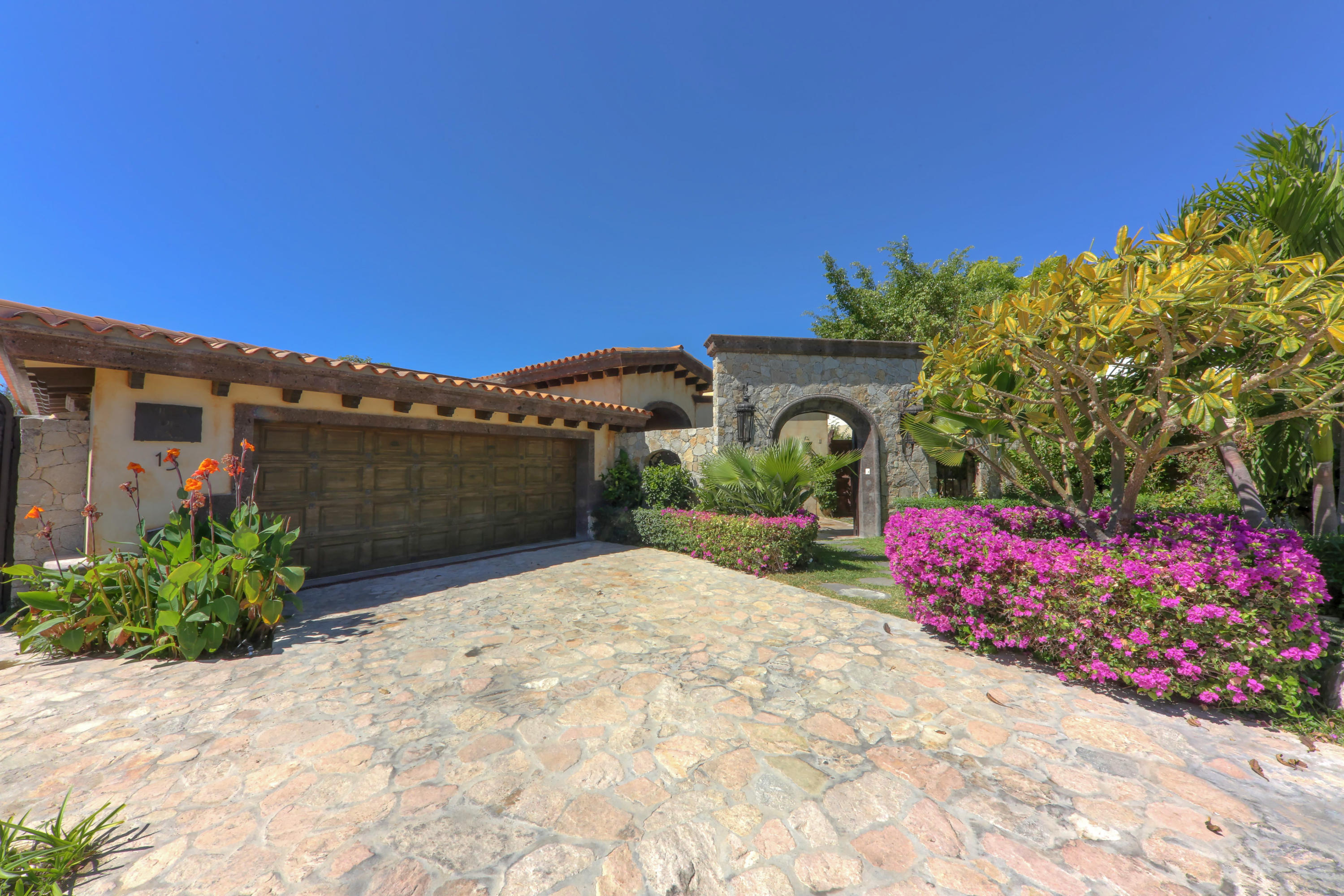 Luxury Single Level, Cabo Corridor