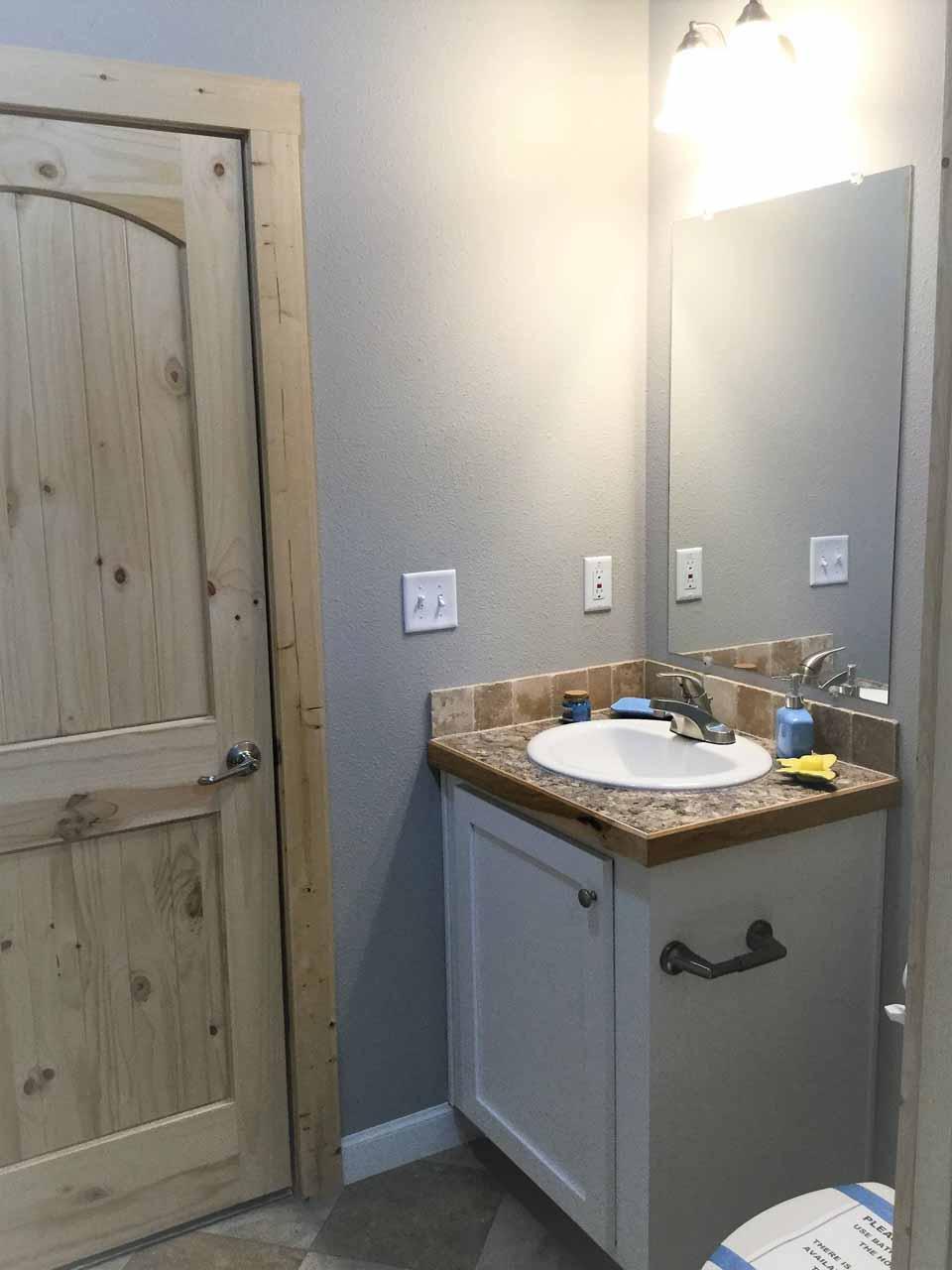 Cedar Canyon / 2032 - Bathroom