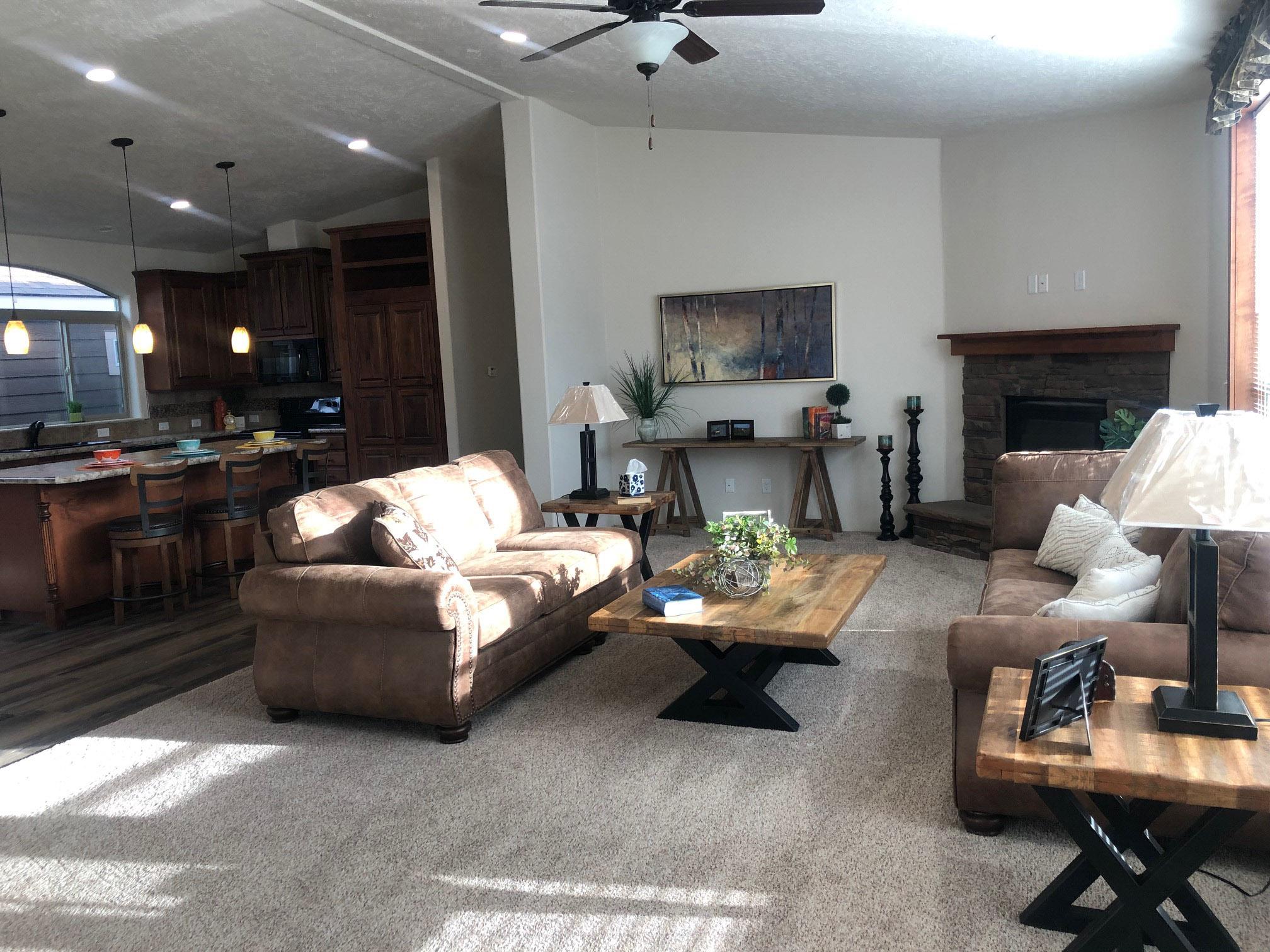 Cedar Canyon / 2034LS - Interior