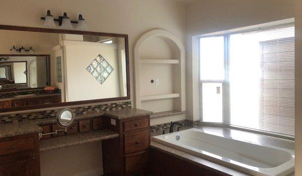 Cedar Canyon / 2034LS - Bathroom