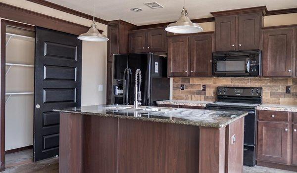 Clayton Homes Patriot / The Washington - Kitchen