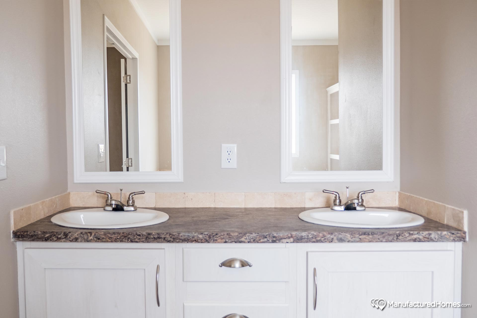 Manor Hill / The St. Louis - Bathroom
