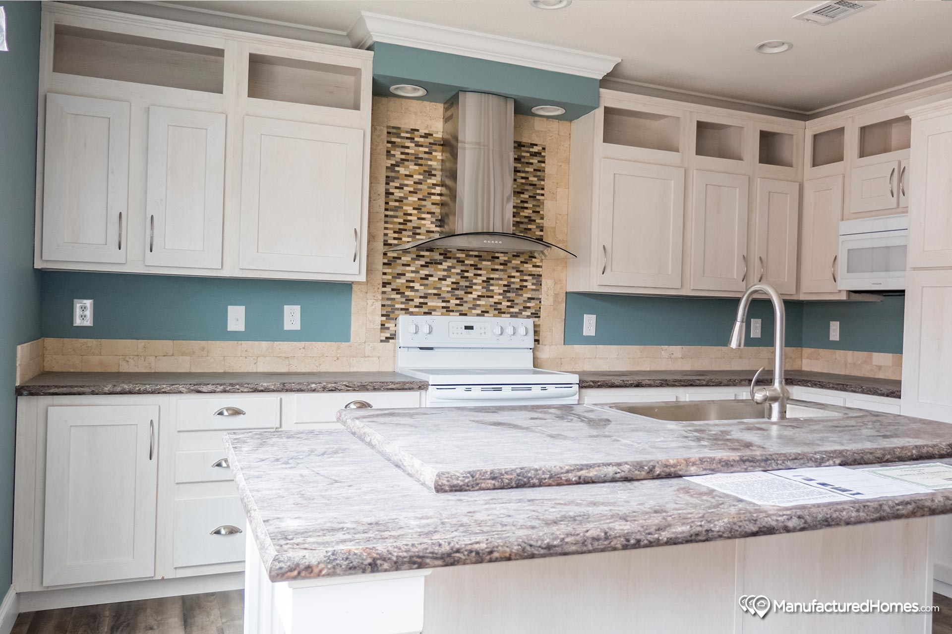 Manor Hill / The St. Louis - Kitchen