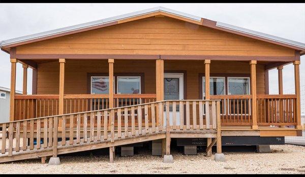 Sky Ranch / E222 Kerr - Exterior