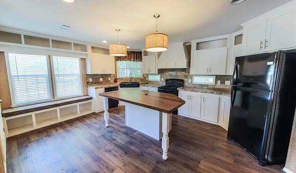Land/Home Packages / LH-305 - Kitchen