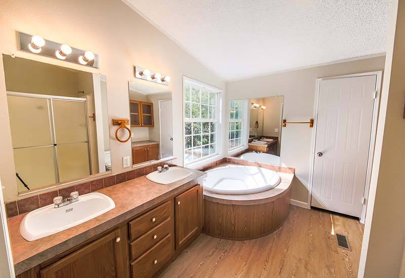 Land/Home Packages / LH-184 - Bathroom