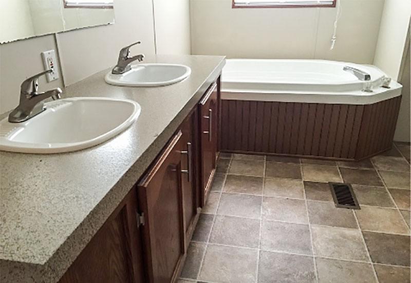 Palm Harbor / 273651 - Bathroom