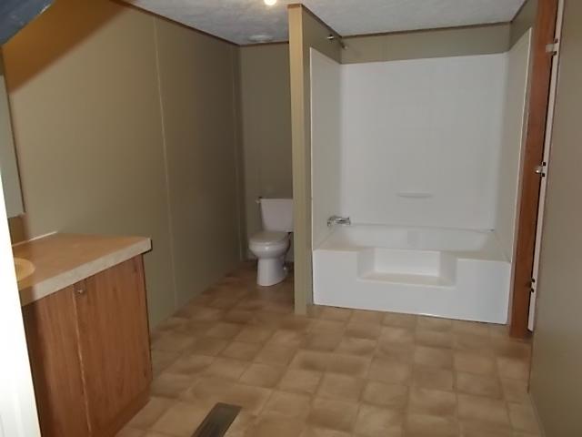 Clayton / Clayton 28X64 (202430) - Bathroom