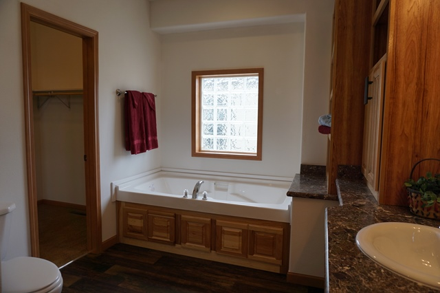 Centennial Homes / The Autumn Creek Modular - Bathroom