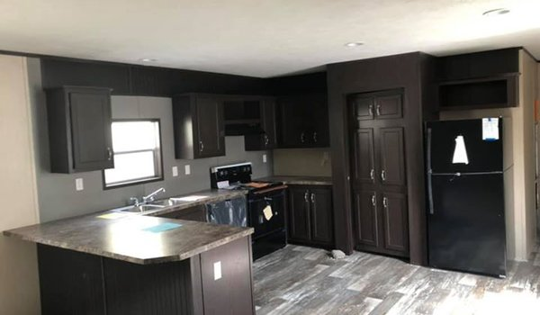 2018 Canyon Lake / 16x80 - Kitchen