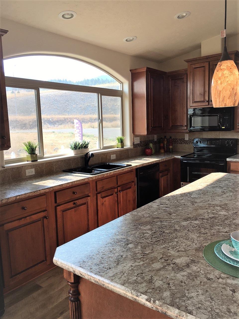 Cedar Canyon / 2034LS - Kitchen