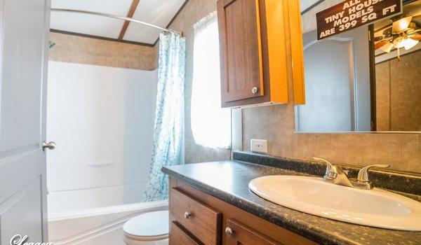 Tiny / 1234-11FLA - Bathroom