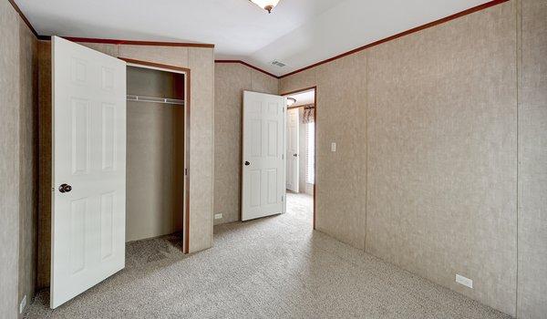 Heritage / 1680-32C - Bedroom