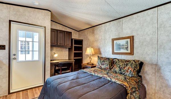 Tiny / 1240-22A - Bedroom