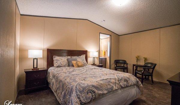 Heritage / 1680-32L - Bedroom