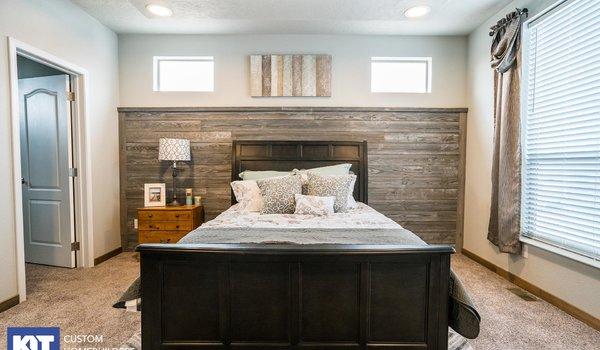 Grand Manor / 6009 - Bedroom