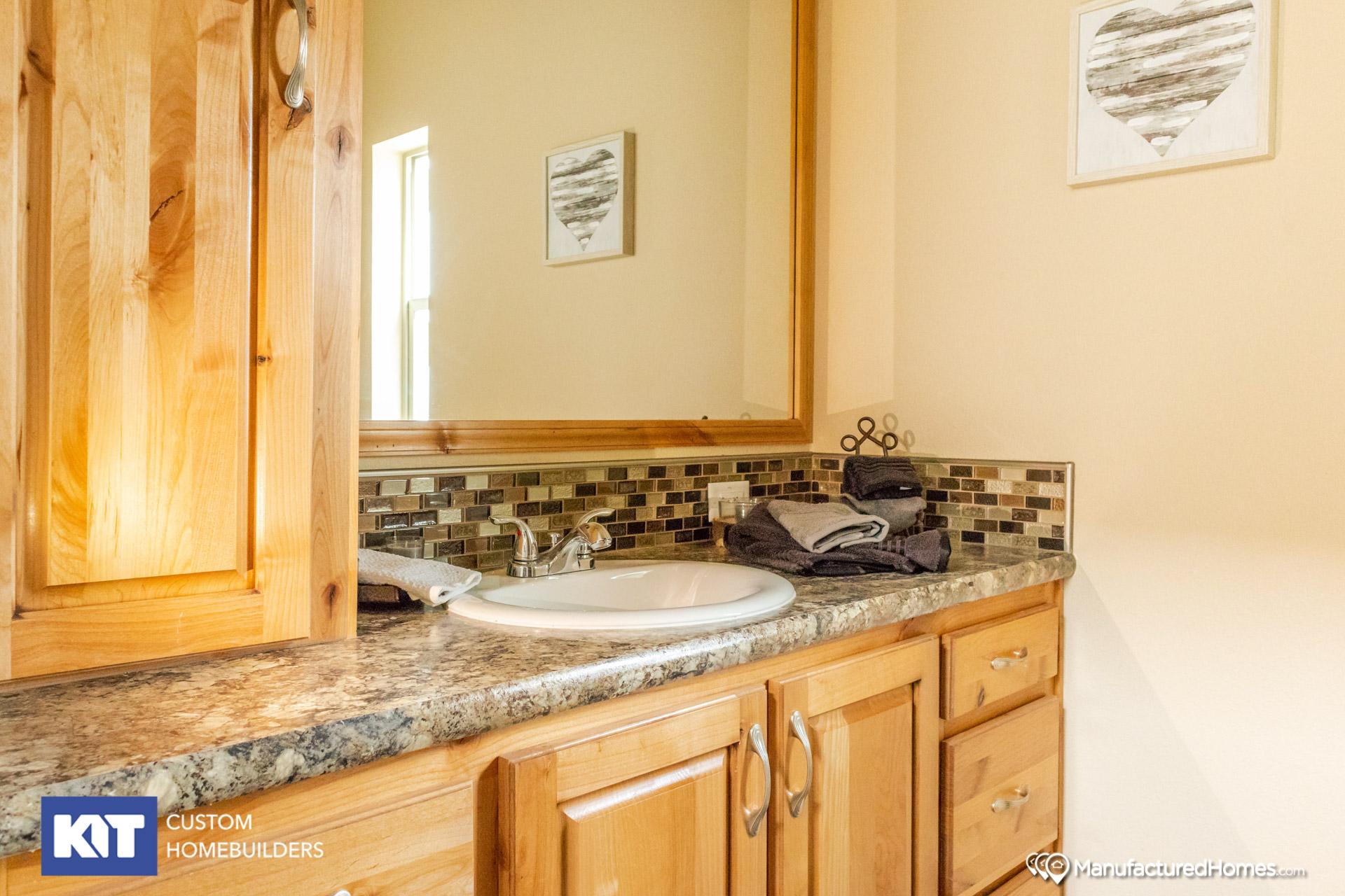 Cedar Canyon / 2078LS - Bathroom