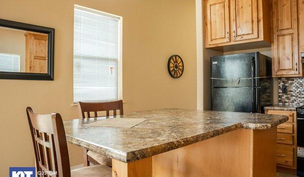 Cedar Canyon / 2078LS - Kitchen