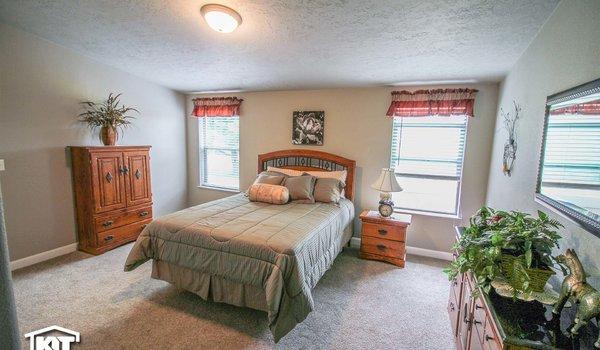 Grand Manor / 6011 - Bedroom
