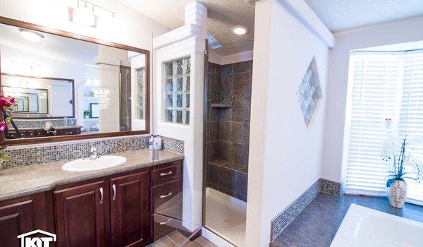 Grand Manor / 6012 - Bathroom