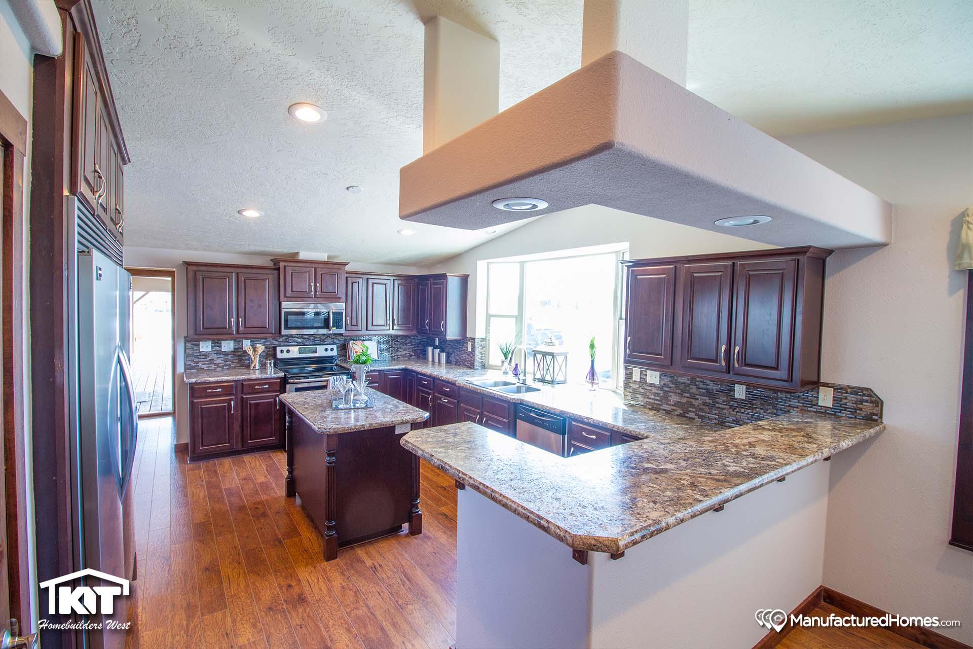 Grand Manor / 6012 - Kitchen