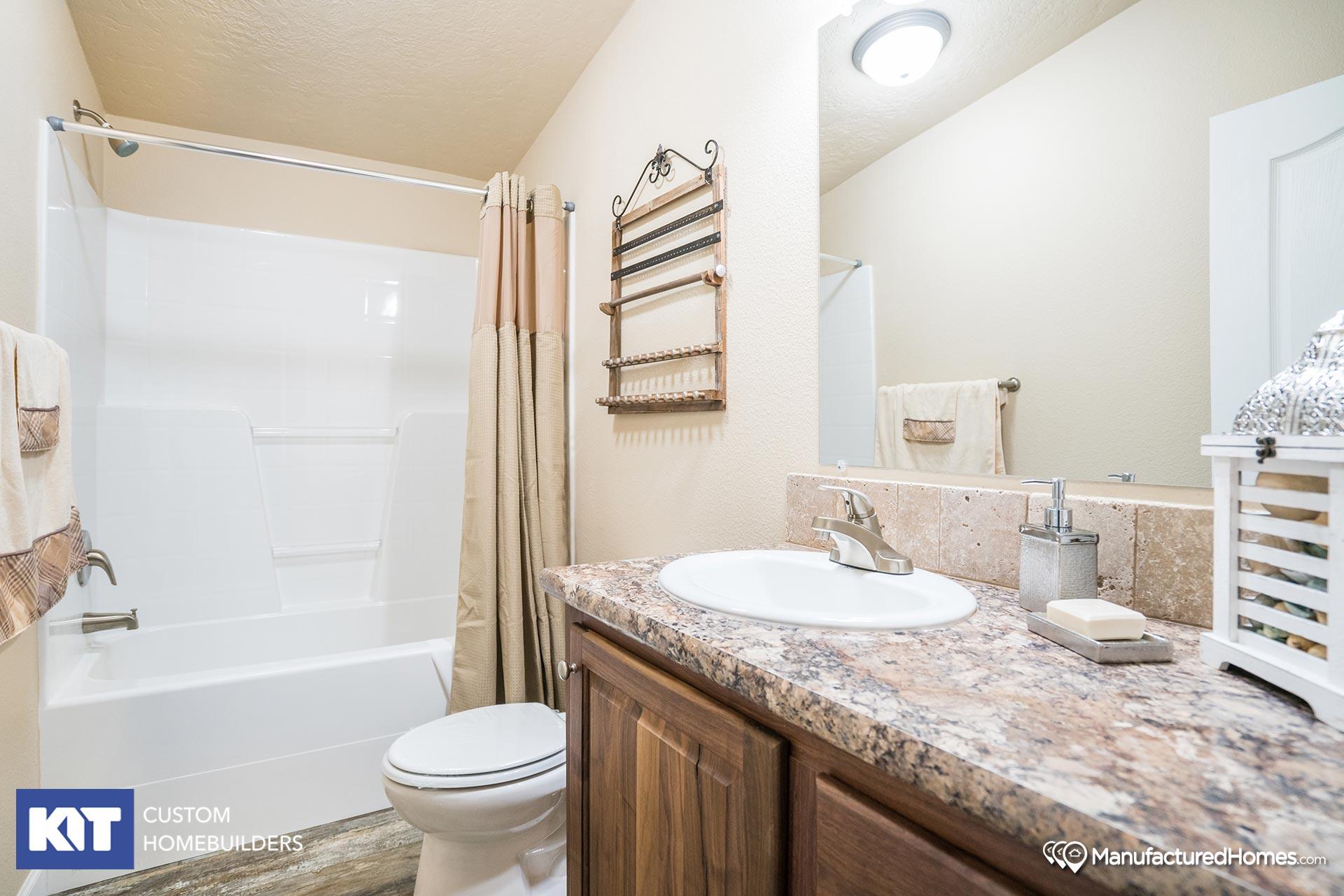 Cedar Canyon / 2077 - Bathroom