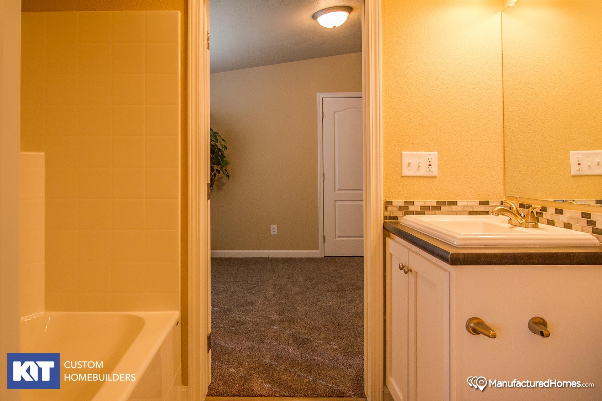 Cedar Canyon / 2042 - Bathroom