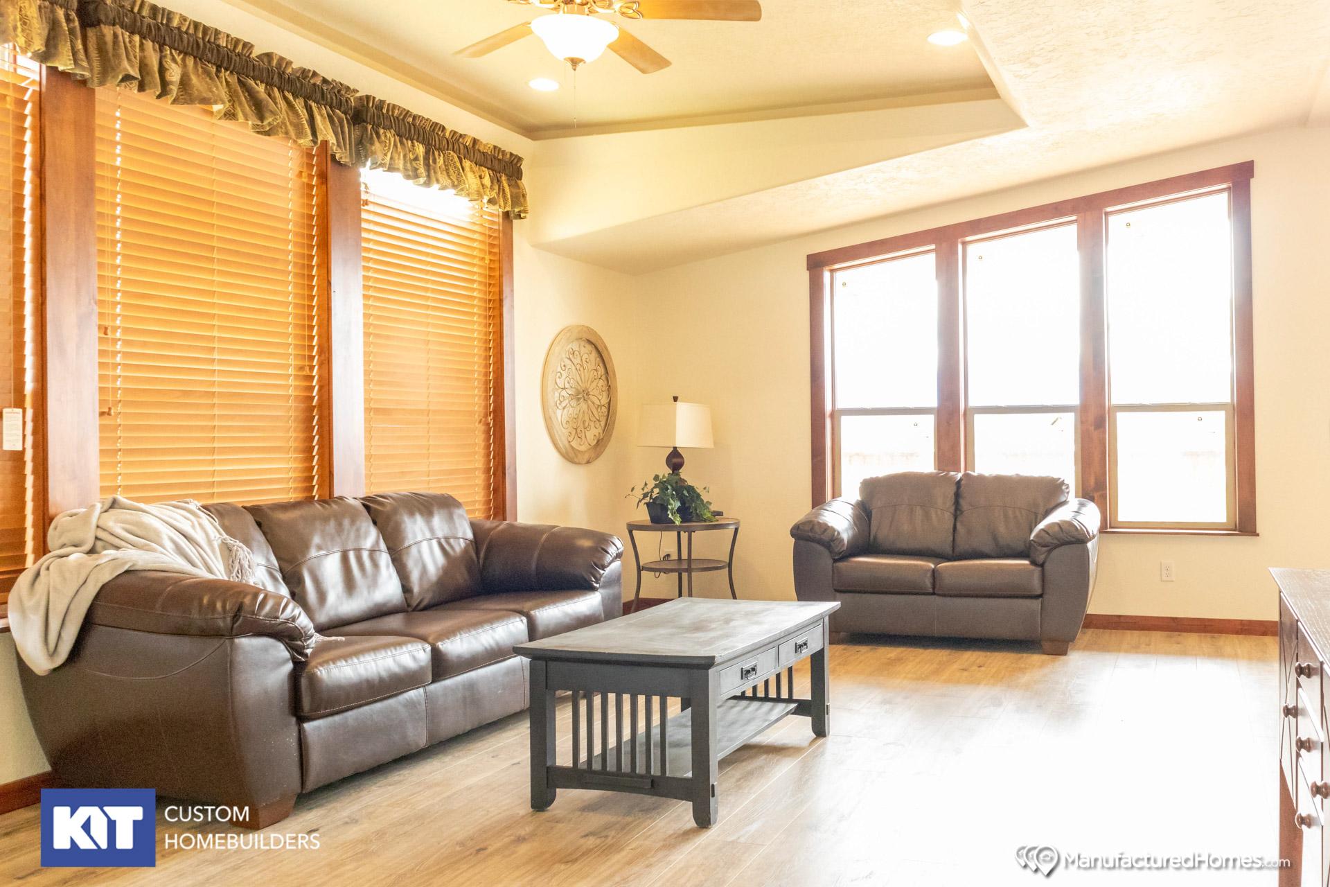 Cedar Canyon / 2057 - Interior