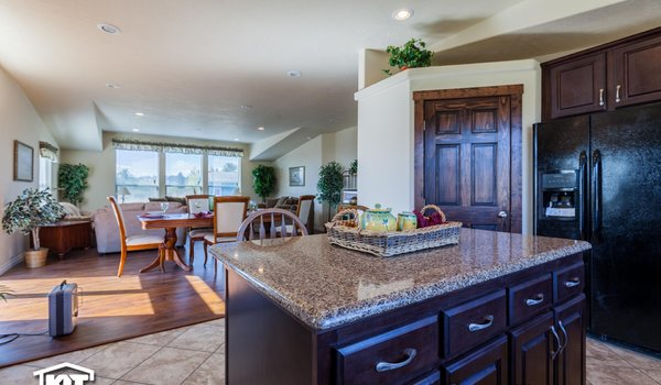 Cedar Canyon / 2073 - Kitchen