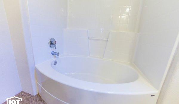 Pinehurst / 2503 - Bathroom