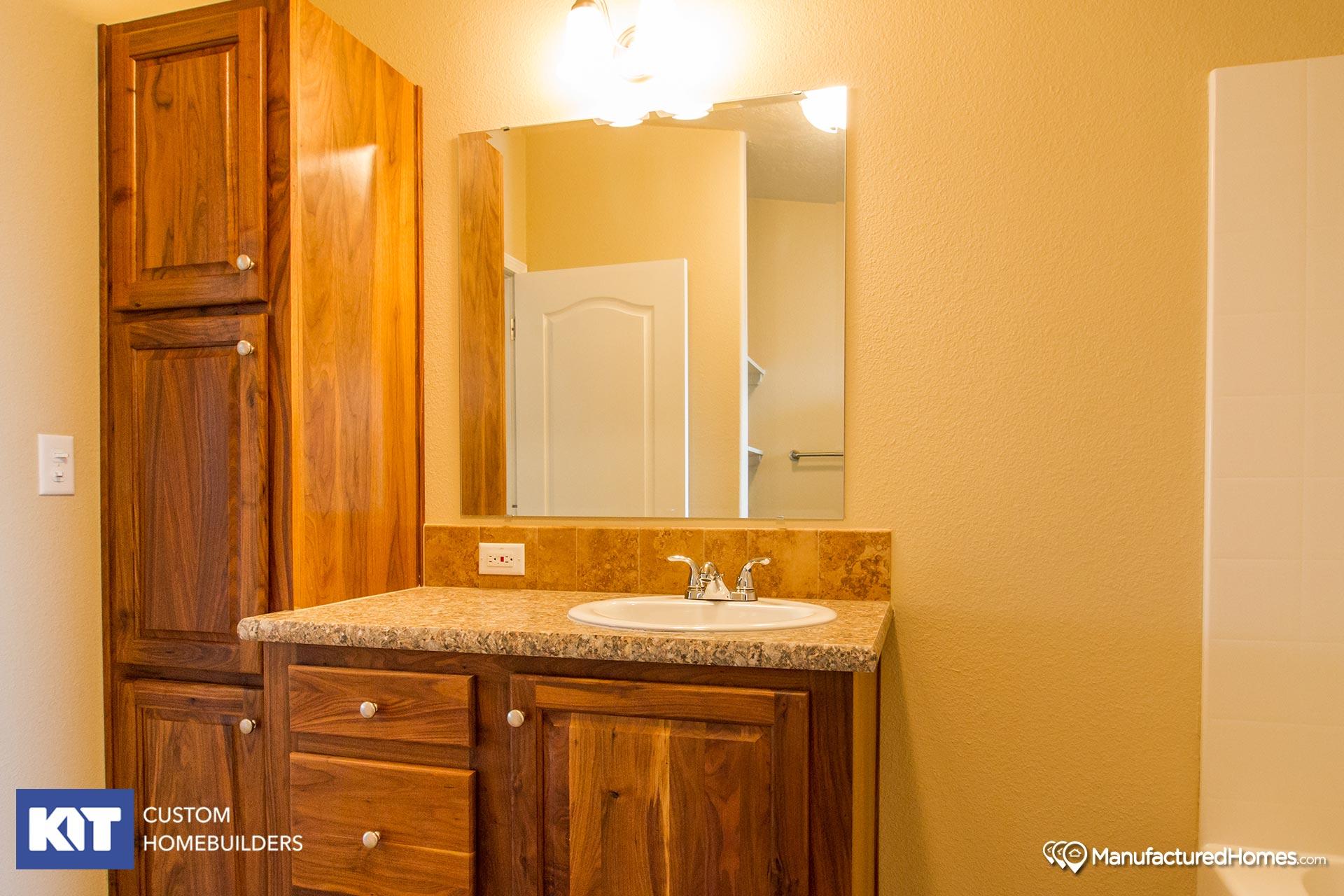 Pinehurst / 2506 - Bathroom