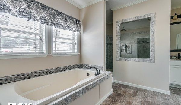 Deer Valley Series / Charis House DV-7404 - Bathroom