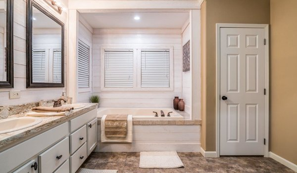 Woodland Series / The Avonlea WL-8031 - Bathroom
