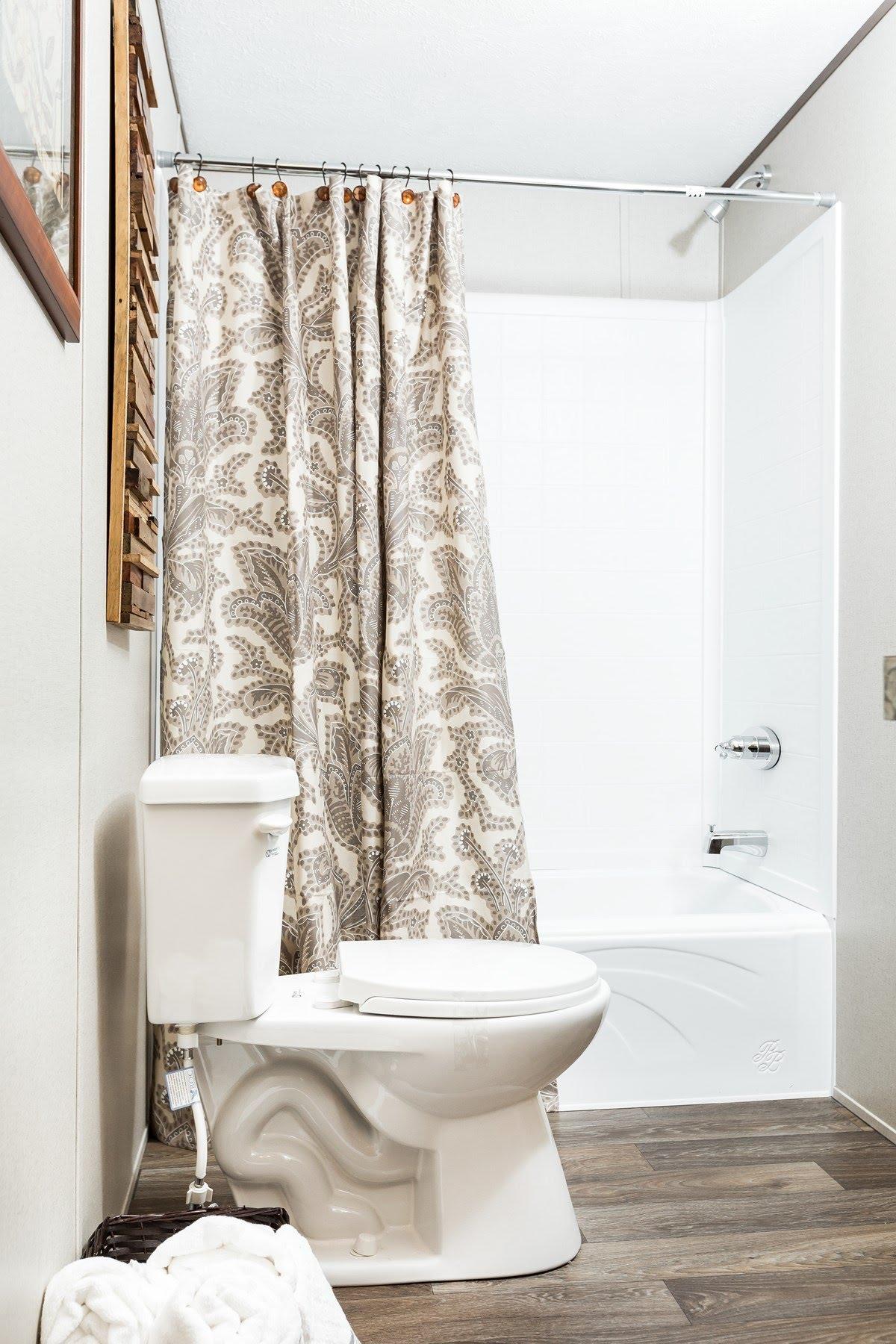 TRU Single Section / Foreman-Exhilaration - Bathroom