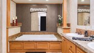 Ridgecrest LE 2810 Bathroom