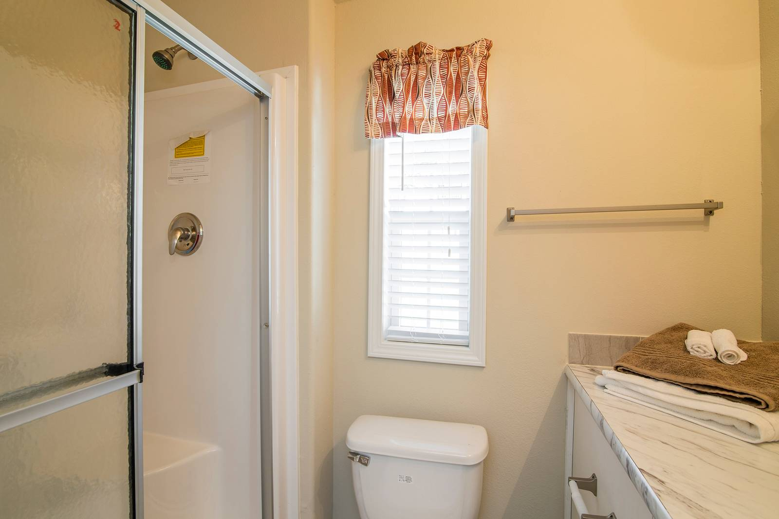 Park Model RV / APH 517A - Bathroom