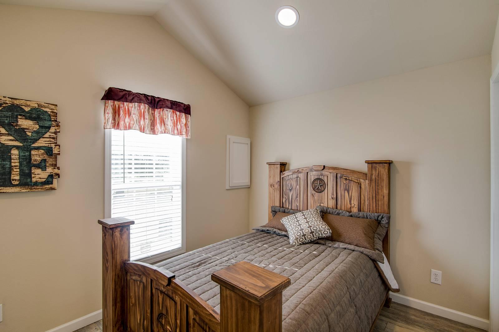 Park Model RV / APH 517A - Bedroom
