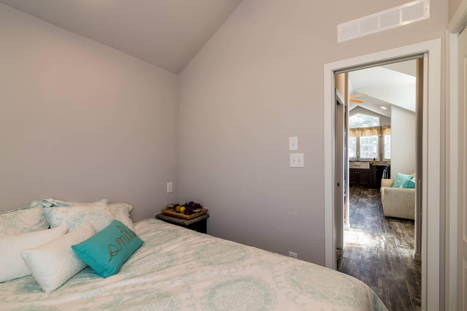 Park Model RV / APH 518 - Bedroom