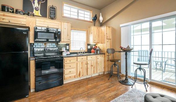 Park Model RV / APH 522A - Kitchen