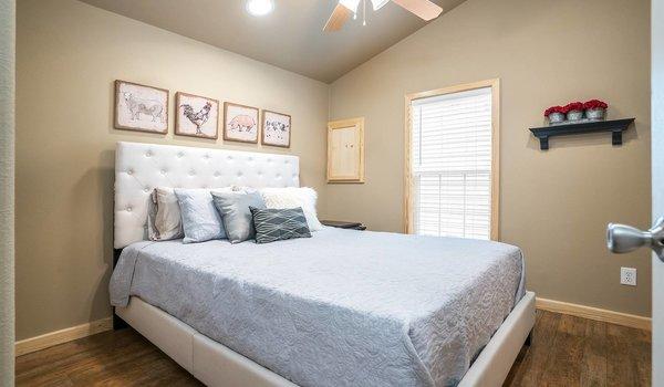 Park Model RV / APH 522A - Bedroom
