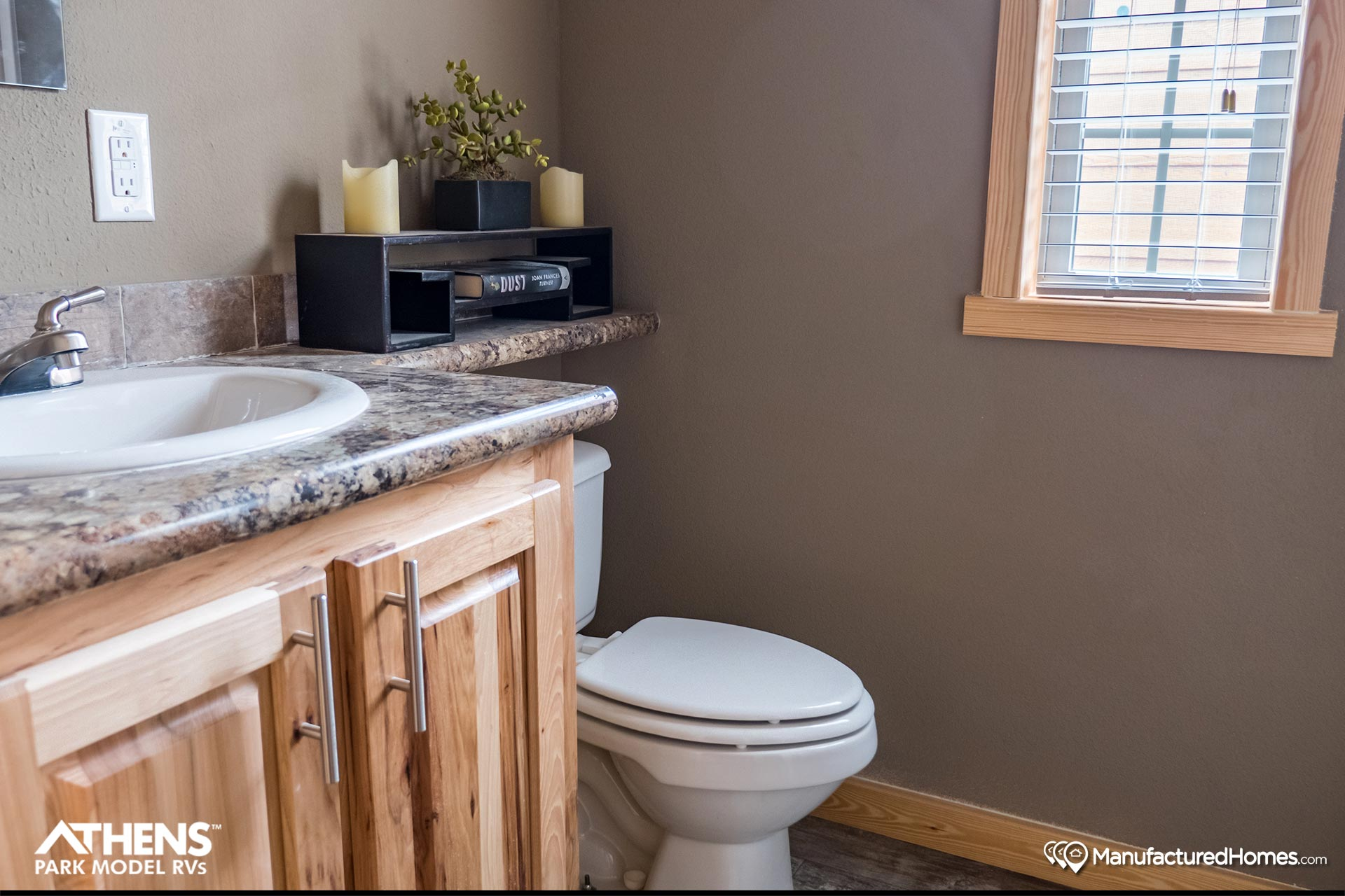 Park Model RV / APH 529 - Bathroom