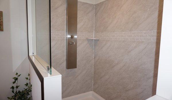 Showcase MW / The Timber Lodge - Bathroom