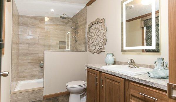 Riverview Series / 208 - Bathroom