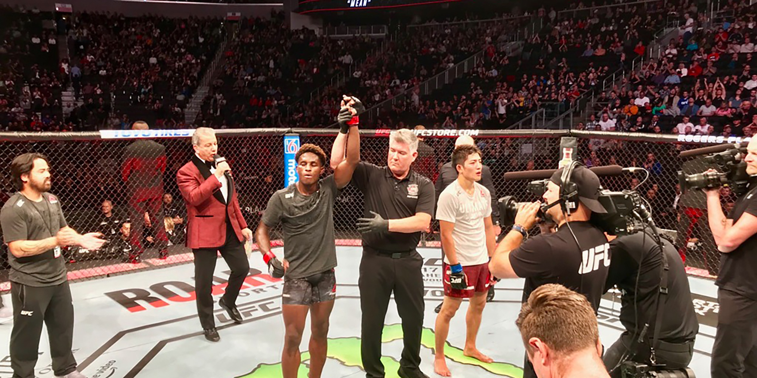 Hakeem continues his streak with his 3rd consecutive UFC Win!