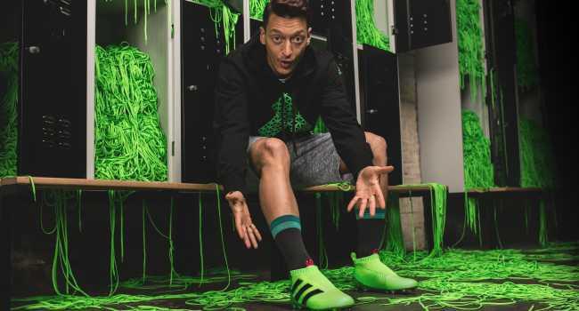 Adidas lanzó sus nuevos botines sin cordones - Punto a Punto Diario adeff676aee17